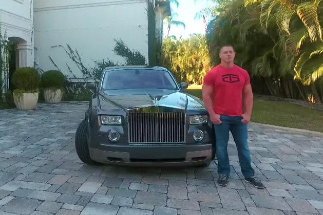 O lutador John Cena, famoso pelas aparições no WWE, ocupa a sexta posição. Cena gosta de colecionar alguns carros mais antigos inspirados nos filmes