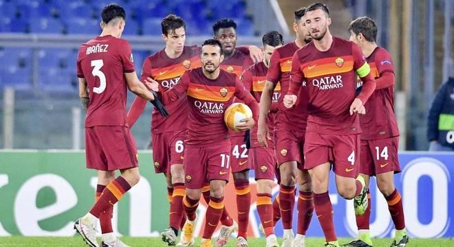 Celebração da Roma, líder do seu grupo na Liga Europa