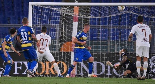 O momento do gol de Mkhitaryan, Roma 1 X 1 Parma
