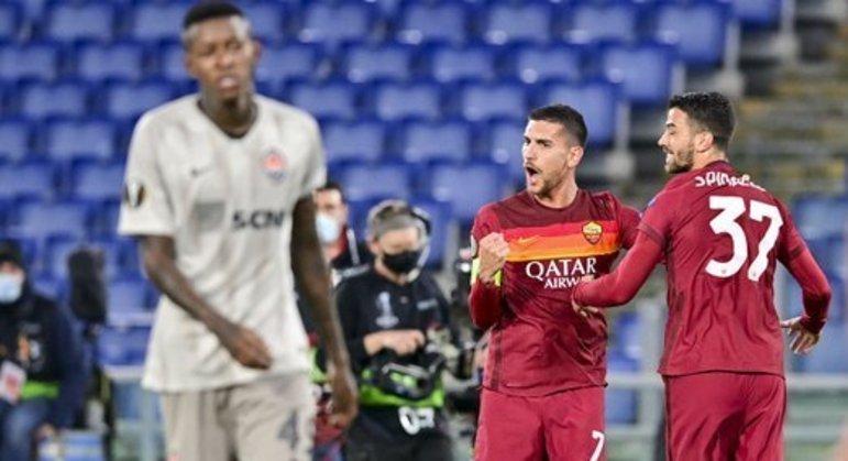 No centro, Lorenzo Pellegrini, o autor do primeiro dos três gols da Roma