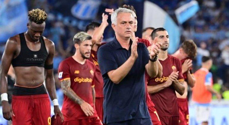 Mourinho, palmas de ironia em direção ao árbitro Marco Guida