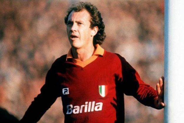 ROMA - Apesar da fama, a Roma aparece apenas em oitavo lugar nesse ranking, com três títulos do italiano. O mais recente há que 20 anos - 1941-42, 1982-83, 2000-01.