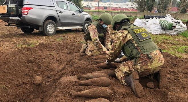 Exercito retirou bombas que estavam no CT da Roma, na Itália