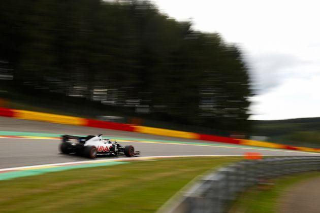 Romain Grosjean fechou a sexta-feira apenas na 19ª colocação
