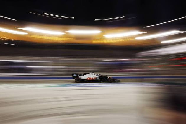Romain Grosjean larga em 19º