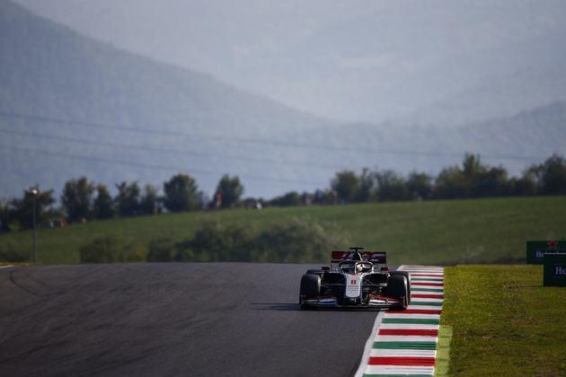 Romain Grosjean, mesmo com problemas no carro, foi o 12º colocado