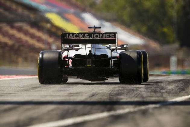 Romain Grosjean não repetiu o bom rendimento dos treinos livres e ficou ainda no Q1