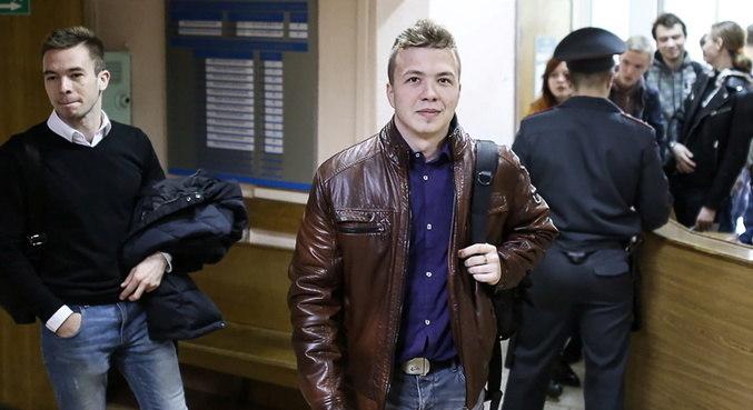 Jornalista bielorrusso exilado é detido em aeroporto de Minsk