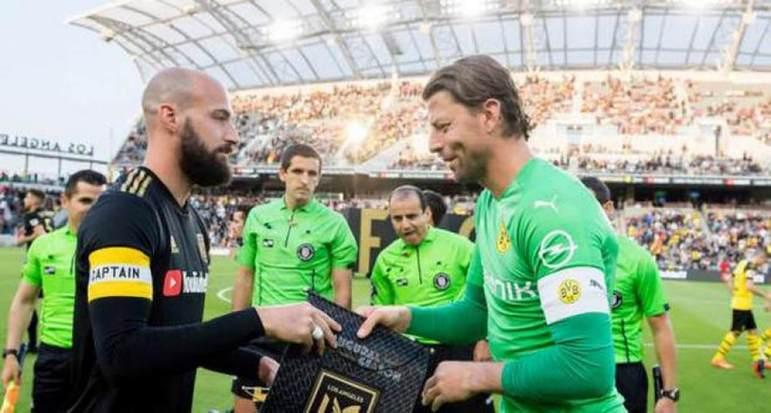 Roman Weindenfeller (reserva): Experiente goleiro que defendeu por anos o Borussia Dortmund, o atleta se aposentou aos 37 anos e se tornou dirigente no clube alemão onde jogou por tanto tempo.