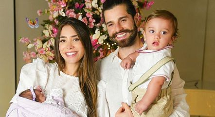 Romana e Alok ao lado dos filhos Ravi e Raika