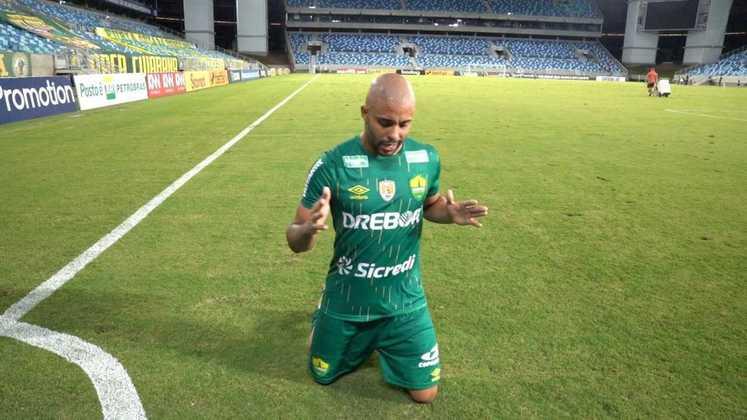 Romário (lateral-esquerdo - 28 anos) - Pertence ao Santos e está emprestado ao Cuiabá somente até 31/1 - Titular na campanha de acesso à primeira divisão