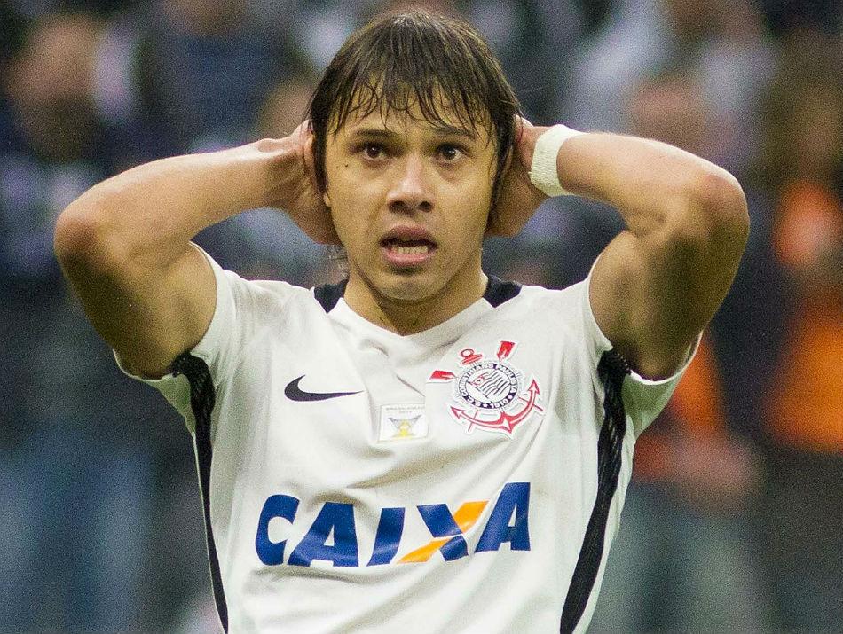 Romero deixa campo irritado e chama Santos de