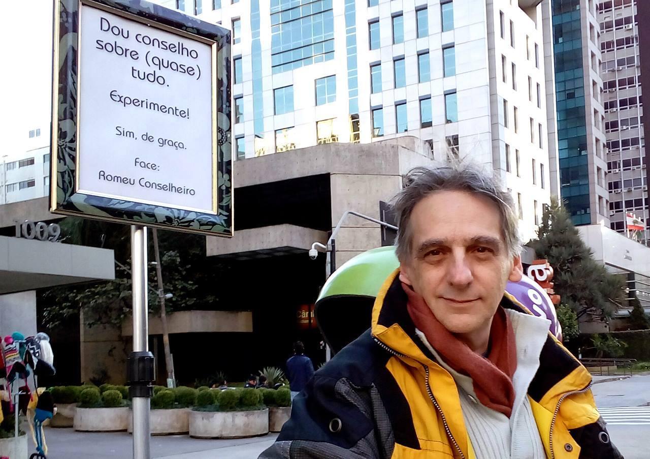 Romeu Conselheiro e sua placa na Avenida Paulista
