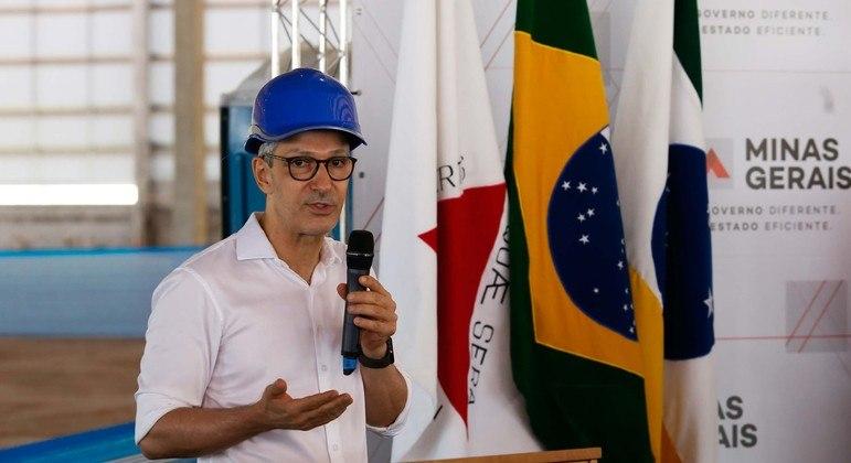 Governador diz que as 190 mil doses devem desembarcar em Minas até domingo