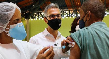Vacinação da covid será adiantada em Minas