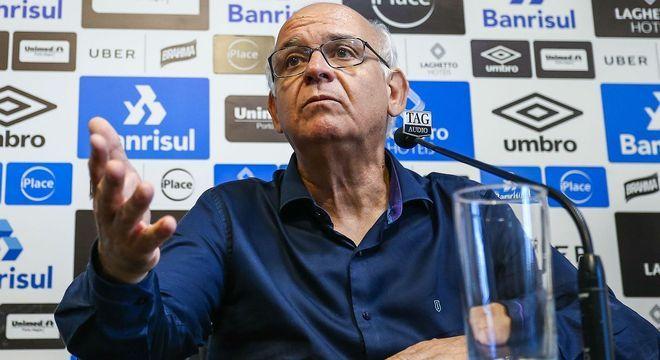 """Presidente do Grêmio, preocupado. """"Futebol não pode ir para a fogueira"""""""