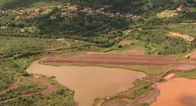 Mais 75 pessoas tiveram que sair de casa por risco de barragem se romper em MG