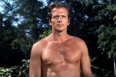 Ron Ely viveu o personagem Tarzan na década de 1960