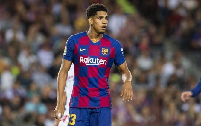 Ronald Araújo - 21 anos: O uruguaio, que já faz parte da seleção, tem sido titular nos últimos jogos por conta da lesão do zagueiro Piqué.