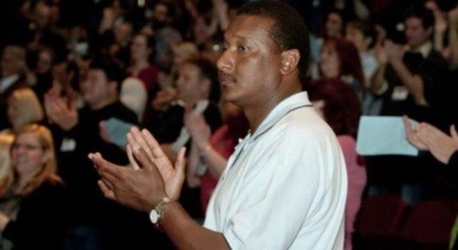 Ronald Cotton foi reconhecido por vítima de estupro e solto, após exames de DNA