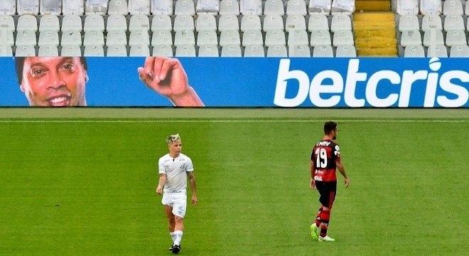 Assim que foi solto no Paraguai, a imagem de Ronaldinho voltou no Brasileiro