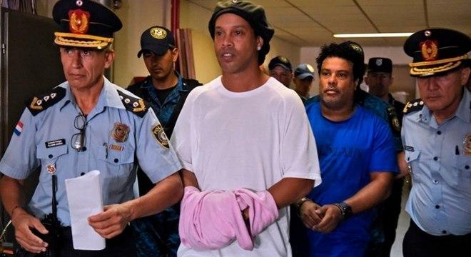 Ronaldinho e o irmão Roberto de Assis Moreira, estão presos há cinco meses