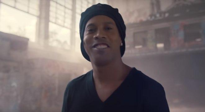 Ronaldinho Gaúcho no clipe oficial da Copa do Mundo