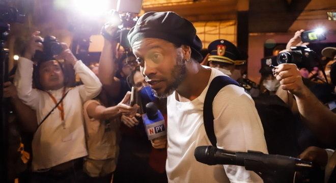 Ronaldinho está preso no Paraguai desde o dia 6 de março