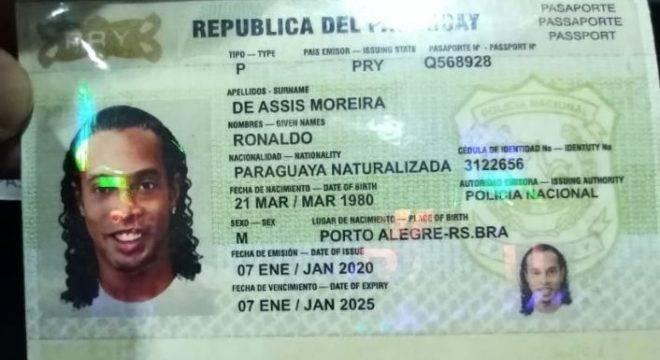"""O passaporte falso de Ronaldinho. """"Naturalizado paraguaio"""""""