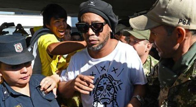 Ronaldinho e Assis estavam detidos em Assunção desde 4 de março, acusados de estar no país com passaportes falsos