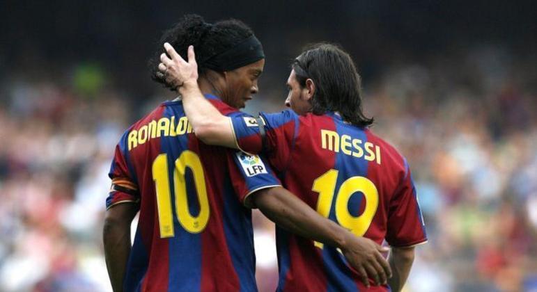 Ronaldinho deu todo apoio a Messi no seu início no Barcelona. Disse estar chegando um 'fenômeno'