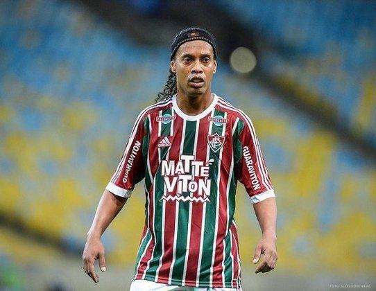 A boa passagem no Flamengo e a excelente trajetória no Atlético-MG fizeram com que Ronaldinho Gaúcho chegasse no Fluminense com altas expectativas. No entanto, o que se viu foi totalmente o contrário: jogou muito pouco (nove jogos), sem nenhum gol e nenhuma assistência
