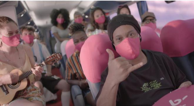 Ronaldinho Gaúcho volta com tudo para a publicidade. Cadeia no Paraguai foi esquecida