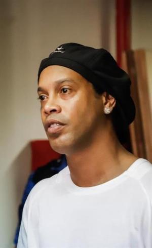 Ronaldinho está em cela de 18 m²