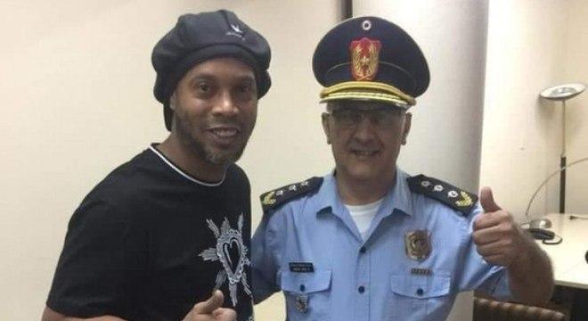 Acabou a camaradagem da Polícia Paraguaia. Ronaldinho está preso