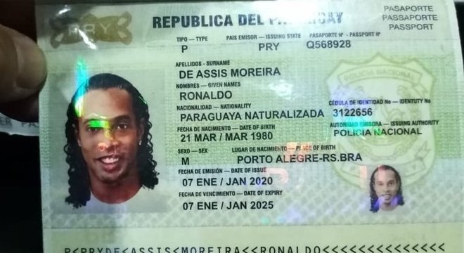 O passaporte falsificado. Ronaldinho, paraguaio naturalizado. Vergonha