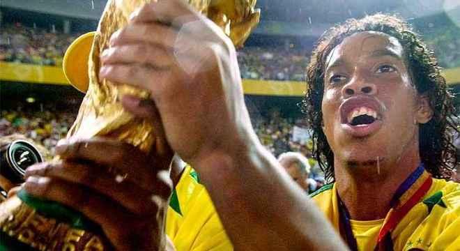 Documentário não pôde mostrar apenas as façanhas de Ronaldinho Gaúcho