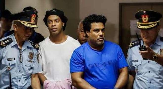 Ronaldinho e Assis continuarão detidos no Paraguai
