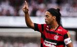 Ronaldinho Gaúcho - Flamengo - O astro brasileiro assinou com o Flamengo em 2011 e foi campeão carioca. Encantou a torcida rubro-negra com dribles e gols, mas ficou apenas um ano e quatro meses na Gávea e decepcionou no Brasileirão. Posteriormente, entrou na Justiça contra o clube carioca.