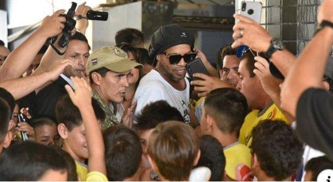 Ronaldinho Gaúcho foi cumprir compromissos comerciais no Paraguai