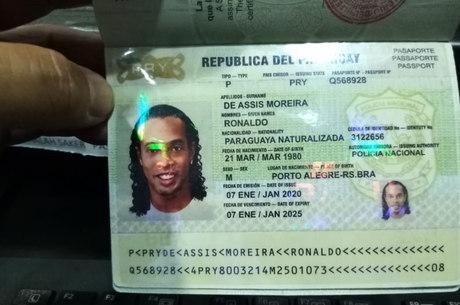 Imagem mostrou o que seria um dos passaportes