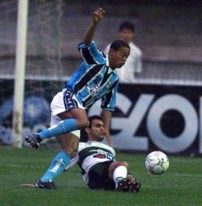 Ronaldinho Gaúcho surgiu no Grêmio em 1998 como uma das maiores promessas do futebol brasileiro. Em três temporadas, o Bruxo fez 84 jogos pelo Tricolor, com 33 gols marcados e um título do Gauchão de 1999