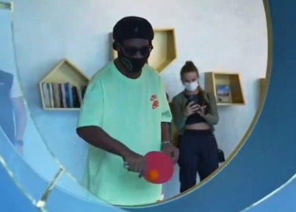 O ex-jogador chegou a jogar ping-pong para promover um campeonato no país