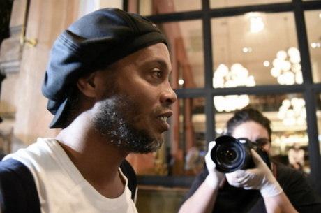 Ronaldinho desejou boa sorte à Sheikh Turki, em rede social
