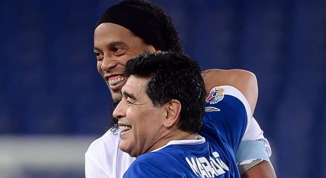 Ronaldinho e Maradona são amigos