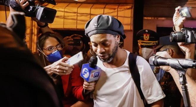 Ministério Público do Paraguai não encontrou nada contra Ronaldinho e Assis