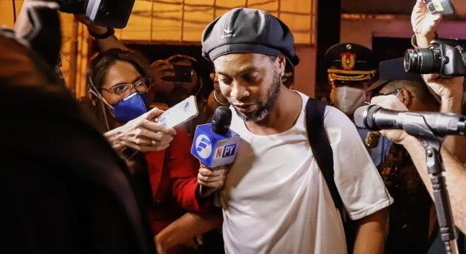 Ronaldinho e Assis estão há quatro meses em prisão domiciliar