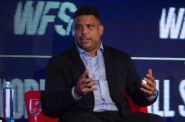 Ronaldo Fenômeno, que saiu da base do São Cristóvão e, já no fim de carreira, quase jogou no Flamengo, é outra lenda que está eternizada no local.