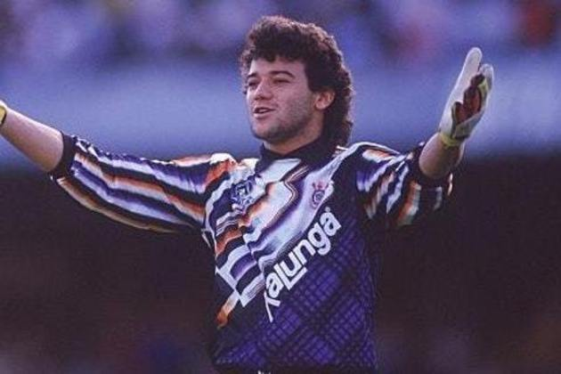 Ronaldo Giovanelli também utilizou camisas históricas na década de 90 em sua passagem pelo Corinthians. Essa é uma das lembradas pelo torcedor corintiano