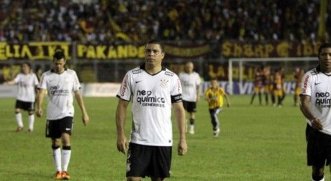 Ronaldo fazia parte do time do Corinthians eliminado em 2011